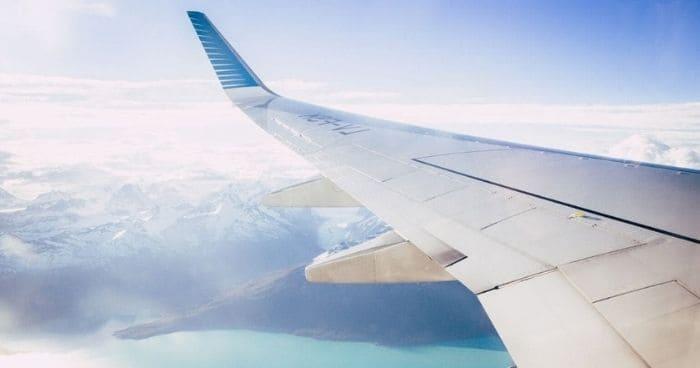 まとめ:飛行機内で英語が少しでも使えると、空の旅がより快適になります。