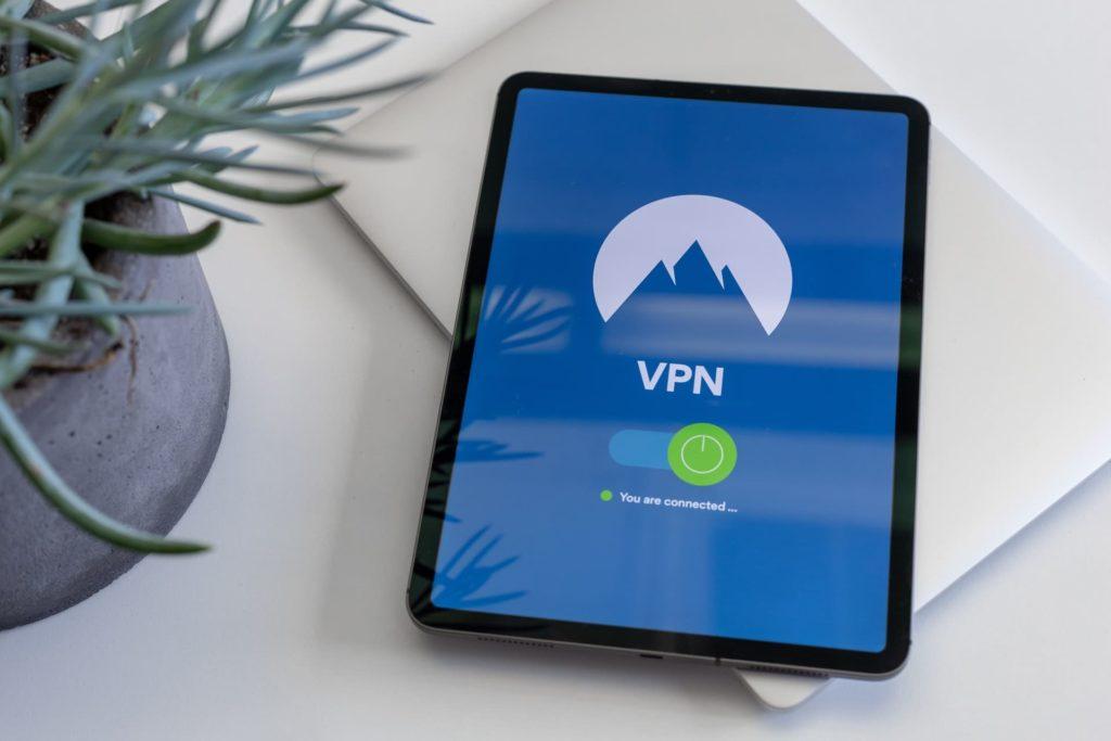 Huluを海外から視聴する方法は1つ。VPNを利用する。