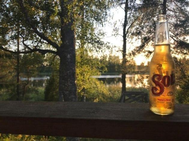 フィンランドのサマーコテージ。サウナ後のビール。